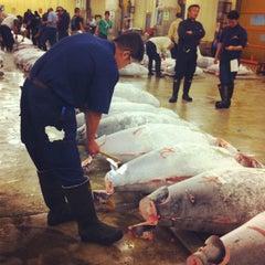 Photo taken at 築地市場 (Tsukiji Fish Market) by Adriana M. on 7/19/2012