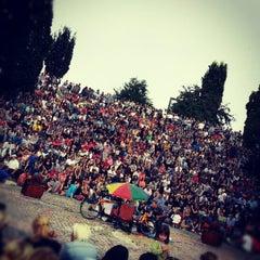 Photo taken at Sonntagskaraoke im Mauerpark by Anh P. on 9/2/2012