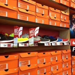 Photo taken at Famous Footwear by ✌Maryanne D. on 8/8/2012