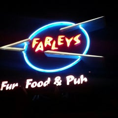Photo taken at Farley's Bar and Grill by Kino on 9/3/2012