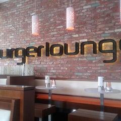 Photo taken at Burger Lounge West Hollywood by Şafak K. on 7/12/2012