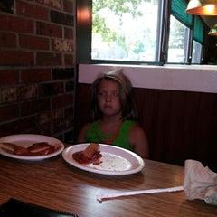 Photo taken at Pizza Hut by Jill E. on 7/26/2012