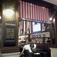 Photo taken at Almacén de Pizzas by Mavi M. on 8/4/2012