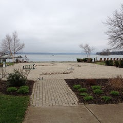 Photo taken at The Inn on the Lake by Leo D. on 3/31/2012