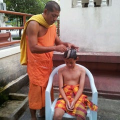 Photo taken at วัดบางหัวเสือ by Nutcha L. on 4/15/2012