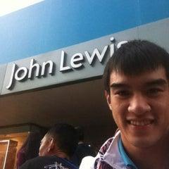 Das Foto wurde bei London 2012 Shop von TiTo.  Supanara S. am 8/4/2012 aufgenommen