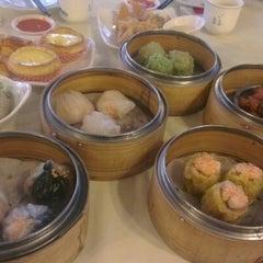 Photo taken at Restoran Foh San Dim Sum (富山茶楼) by Ariadi Sastra G. on 6/30/2012