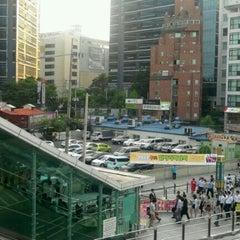 Photo taken at 구로디지털단지역 (Guro Digital Complex Stn.) by 운채 김. on 6/20/2012