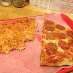 Photo taken at Palisades Pizzeria & Clam Bar by Jesse G. on 6/26/2012