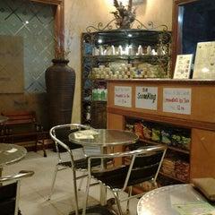 Photo taken at Sari Salon & Day Spa by Felia D. on 2/2/2012