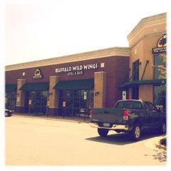 Photo taken at Buffalo Wild Wings by Gian U. on 5/25/2012