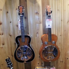 Photo taken at Guitar Center by George H. on 3/27/2012