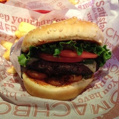Photo taken at Red Robin Gourmet Burgers by Tony N. on 6/28/2012