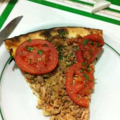 Photo taken at Refúgio Pizzaria by Larissa T. on 9/2/2012