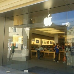 Photo taken at Apple Store, SouthGate by BhuOne G. on 3/28/2012