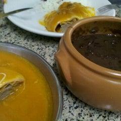 Photo taken at Luzardo Restaurante e Lancheria by Flavia C. on 9/10/2012