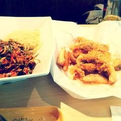 Photo taken at 깐부치킨 kkanbu chicken by Wendy C. on 6/4/2012