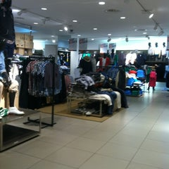 Photo taken at H&M by Mercedes L. on 3/14/2012