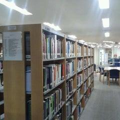 Photo taken at Tan Sri Dr. Abdullah Sanusi Digital Libray, Open University Malaysia (OUM) by Shahril E. on 5/21/2012