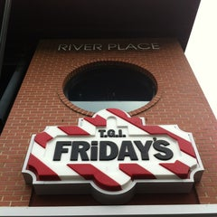 Photo taken at TGI Fridays by Gavin A. on 7/10/2012