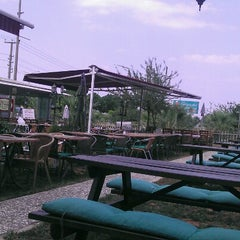 Photo taken at Altınkuş Et Pişirici by Gymnn G. on 7/28/2012