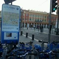 Photo taken at Vélo Bleu (Station No. 19) by Iarla B. on 3/11/2012