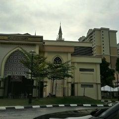 Photo taken at Masjid Al Najihin (مسجد الناجيهين) by CarNiz Z. on 7/25/2012