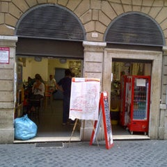 Photo taken at Pizzeria Trevi by turismo i. on 5/24/2012