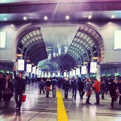 Photo taken at 品川駅 (Shinagawa Sta.) by Yuka I. on 3/10/2012