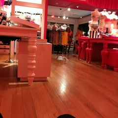 Photo taken at Victoria's Secret PINK by Gerardo C. on 3/29/2012
