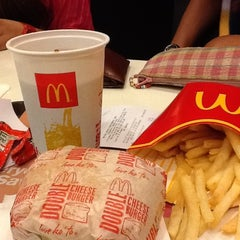 Photo taken at McDonald's by Ghen H. on 3/28/2012