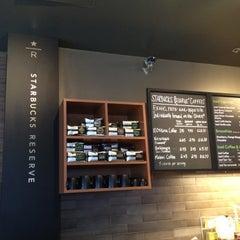 Foto tirada no(a) Starbucks por Catherine S. em 5/6/2012