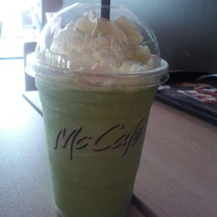 Photo taken at McDonald's & McCafé (แมคโดนัลด์ & แมคคาเฟ่) by Juthamas T. on 7/23/2012