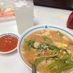 Photo taken at ศูนย์อาหารรามาธิบดี (Rama Food Center) by ผู้ญิ๋งลั้ลล้า แ. on 9/9/2012