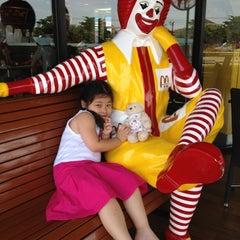 Photo taken at McDonald's (แมคโดนัลด์) by Ooa Greenway on 4/30/2012