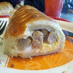 Photo taken at Villa Fresh Italian Kitchen by PimpJuicE on 3/11/2012