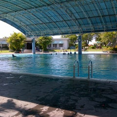 Photo taken at ATLANTIS swimming pool by Fauzy Z. on 5/12/2012