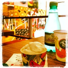 Photo taken at Mil Frutas by Daniela B. on 8/8/2012