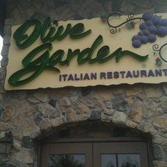 Photo taken at Olive Garden by Krazy k. on 9/3/2012