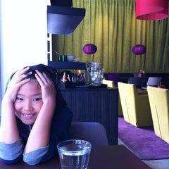 Photo taken at Tasty Thai by Pichamon H. on 8/14/2012