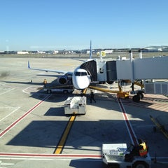 Photo taken at Gate 20 by Norry d. on 4/29/2012