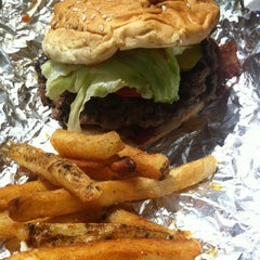 Photo taken at Five Guys by Mónica C. on 7/16/2012