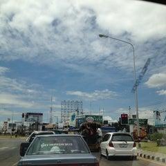 Photo taken at หลักกิโลเมตรที่ 0 จังหวัดขอนแก่น (Zero Kilometer of Khon Kaen) by Vorachet S. on 7/20/2012