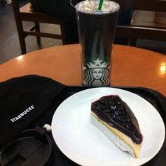 Photo taken at Starbucks (สตาร์บัคส์) by Labellegaesh C. on 4/10/2012