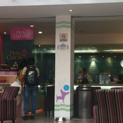 Photo taken at Moyo Frozen Yogurt by Sarita M. on 5/25/2012