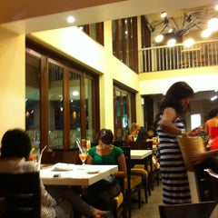 Photo taken at Pizza Hut by ,7TOMA™®🇸🇬 S. on 6/8/2012