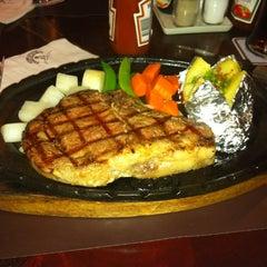 Photo taken at Chokchai Steakhouse (โชคชัยสเต็คเฮาส์) by Surapas S. on 5/11/2012