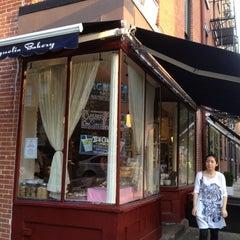 Photo taken at Magnolia Bakery by Nantida on 9/1/2012