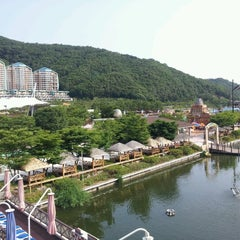 Photo taken at 오션월드 (Ocean World) by Susan L. on 6/25/2012
