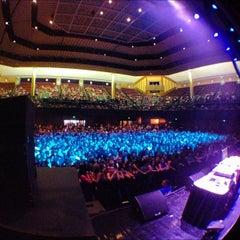 Photo taken at Bill Graham Civic Auditorium by Dj Slick D on 8/13/2012